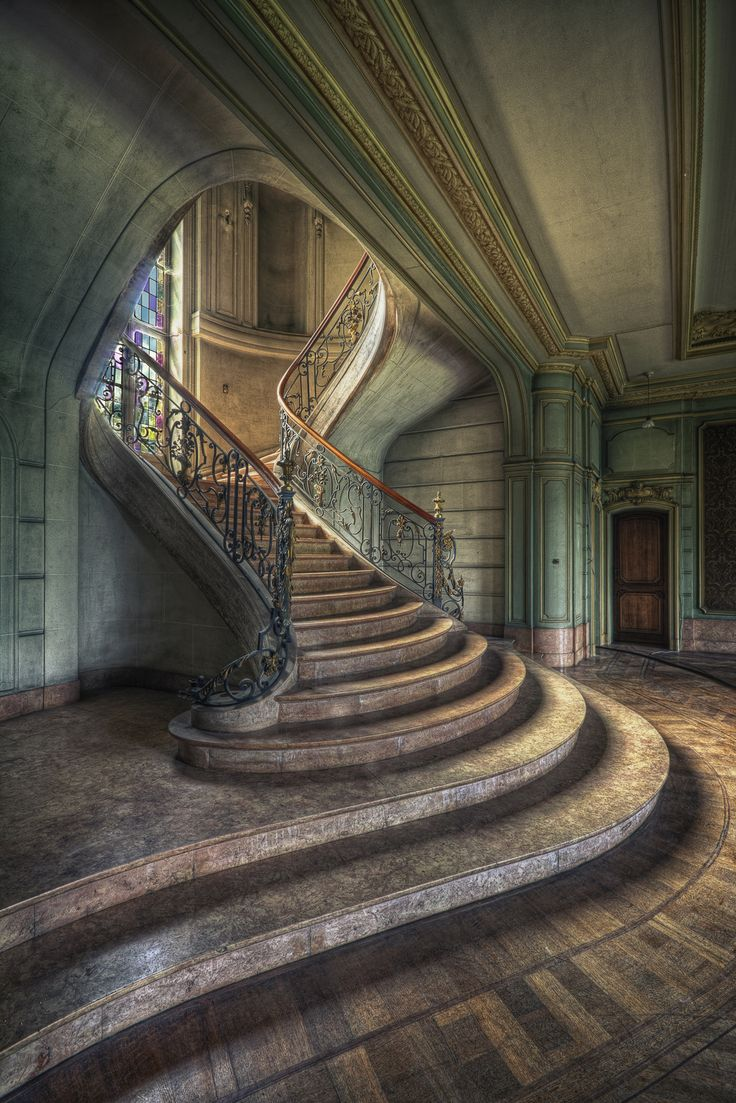 https://flic.kr/p/c3opz5 | Chateau de Loup - Belgium | This building isn't abandoned anymore, it's occupied now.