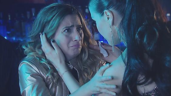Michelle (Claudia Fontán) invitó a la Polaca (Muriel Santa Ana) y a Denise (Marina Bellati) a un boliche para que pudieran ahogar todas las penas bailando y tomando algo de alcohol. Pero una vez adentro, comienzan a tomar demasiado y la ex esposa de Juan (Adrián Suar) terminó haciendo un papelón. Mirá: