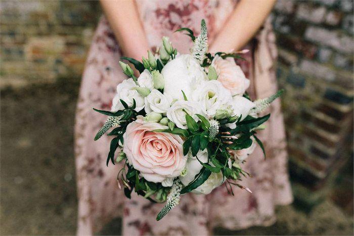 Veronica  La Veronica presenta fiori molto piccoli a forma di stella uniti insieme in spighe molto dense di circa 8 cm. Sono ideali per dare struttura ad un bouquet di fiori o ad un centrotavola.