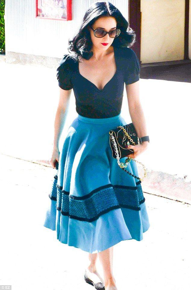 Dita Von Teese, gorgeous feminine style.