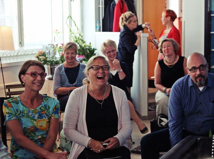 Yleisö nauttii vaikuttavista puheenvuoroista!