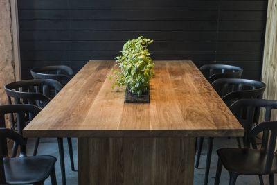 Stół z donicą // In Wood We Trust