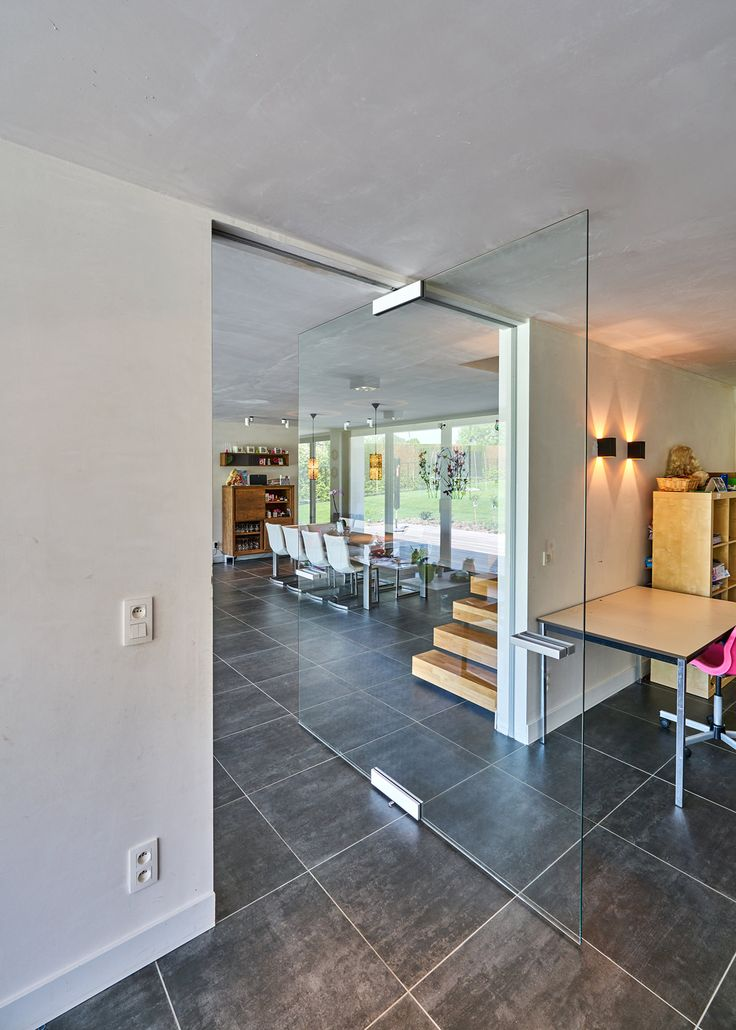18 Modern Glass House Exterior Designs: Modern Glass Pivot Door With Central Pivoting Hinge
