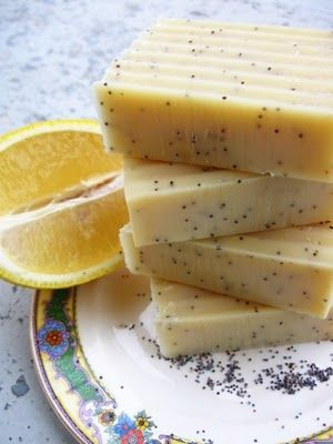 {Gifts from the kitchen} Lemon Poppy Seed Soap Recipe by @Bath Alchemy / The Bonnie Bath Co
