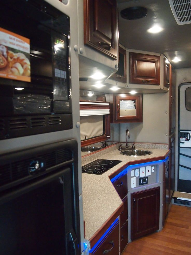 2016 Peterbilt 579 With 144 Inch Ari Legacy Ii Truck Interior Big Houses Tractor Trailers