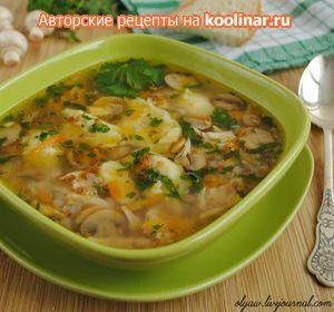 Фото к рецепту: Гречневый суп с грибами и картофельными клёцками