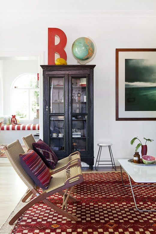 via planete deco: Living Rooms, Big Letters, Moroccan Rugs, Black Cabinets, Mid Century, House, Modern Furniture Design, Giant Letters, Design File