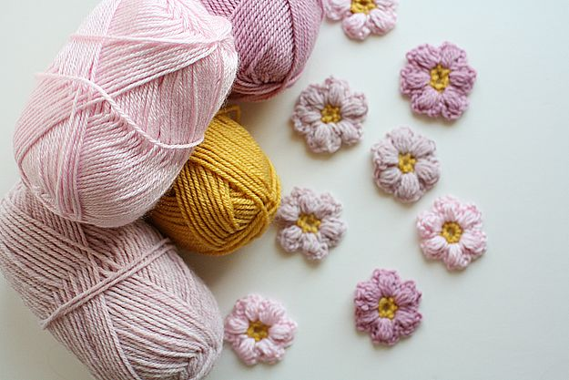 Off the Hook: Crochet Flower Power Clutch // Caught On A Whim Blog