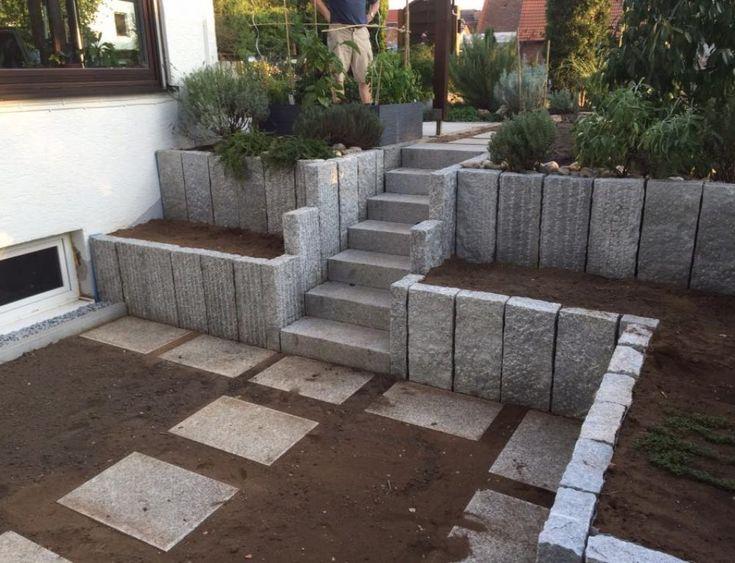 Granitstelen, Treppenaufgang – Maria Hertle