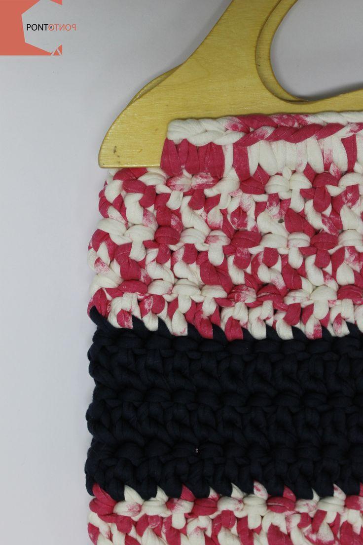 Ponto a Ponto | Modelo #4  Mala de mão | Padrão Rosa # Branco | Azul marinho | Alças em madeira   Para mais informações vá a https://www.facebook.com/pontoapontobags :)