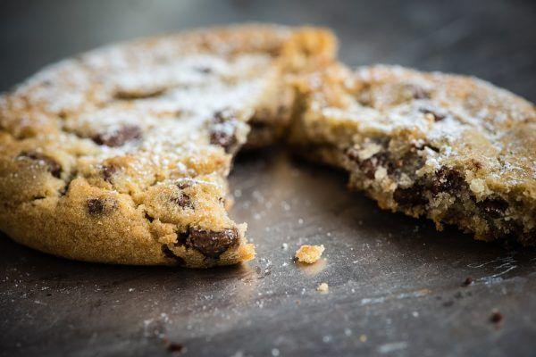 Nagyon finom, gyorsan összeállítható keksz. Légmentesen lezárt edénybensokáig eltartható. Hozzávalók 20dkg finomliszt 20dkg darált dió + 7-8 dkg durvára vágott dió 15&…