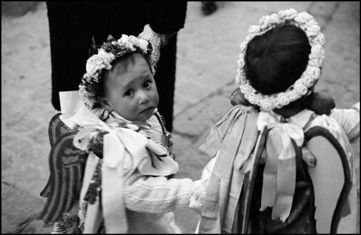 ferdinando scianna(1943- ), italy, sicily petralia, easter celebration.