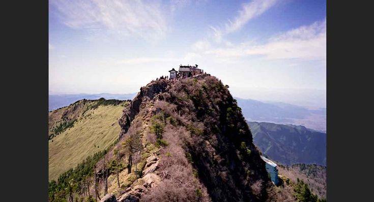 Au sommet du mont Ishizuchi, au Japon.