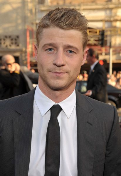 Benjamin McKenzie. this guy is so good looking to me. drives me crazy