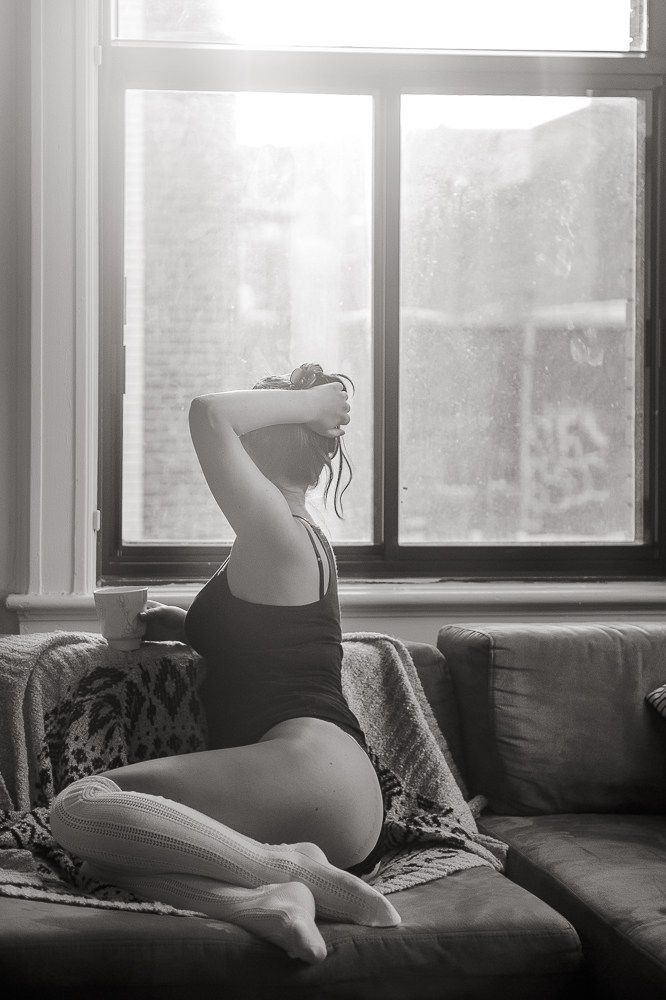 Dyade photo | Cosy Boudoir session | Black and white