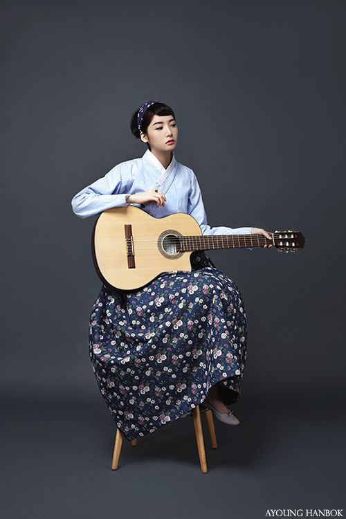 Audrey Hepburn, enjoying the guitar, AYOUNGHANBOK, Korean costume, 아영한복, 생활한복