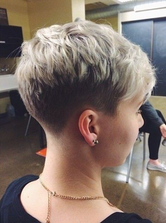 Fashionable summer haircut for women – the chic pixie cut Grey/silver colours are back in fashion! So millions of women can heave a huge sigh of relief and switch from expensive salon colour sessions, to embrace their own 50 shades of grey! This no-nonsense short hairstyle displays the shaggy top with short back and sides …