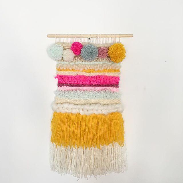 Wallhanging with pompons  #wallhanging #woven #weave #handweaving #workshop #hetateliervanevav #weaving #fiberart #pompon