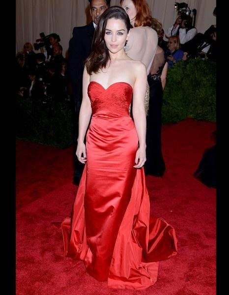 Emilia Clarke (Khaleesi) - Les stars en mode punk pour le gala du Met - ELLE.fr