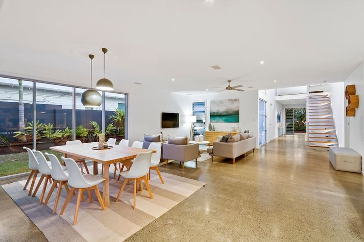 Corporate Boardies Beach Retreat On Cactus - South Kingscliff