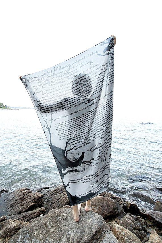 Le Corbeau Poe foulard - gris  100 X 150 PO.  Matériaux Mousseline de soie  Livraison Livraison dans le monde de la Thaïlande Livraison à votre