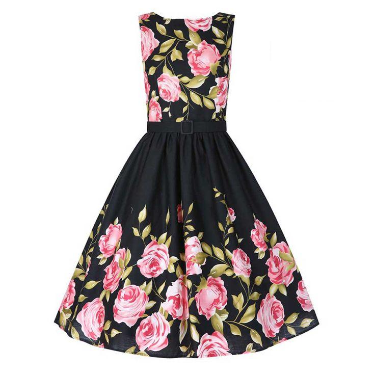 Lindy Bop. Een mooie swing jurk met rozen bloemen print op het lijfje en onderkant van de jurk, vleiende bateau neklijn, een wijde rok, gevoerd lijfje en een bijpassende afneembare riem om het middel. De jurk heeft op de achterkant een ritssluiting. Een petticoat is nodig om de look als op de foto te krijgen. Was voorschriften: Kan met de wasmachine gewassen worden.