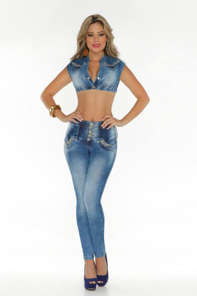 https://modelsbyanilblon.files.wordpress.com/2015/05/luisa-fernanda-garcia-and-vanessa-david-at-dfans-jeans-9.jpg