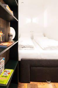 Dai un'occhiata a questo fantastico annuncio su Airbnb: Secret Bookcase Room  a Amsterdam