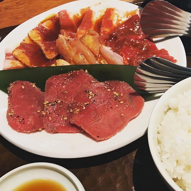 路頭に迷い、喜福世ランチ。 タン、カルビ、ロース、豚バラ、鶏モモ。肉15枚で1000円は優秀。熱盛です! #恵比寿 #昼メシ #肉 #焼肉 #熱盛