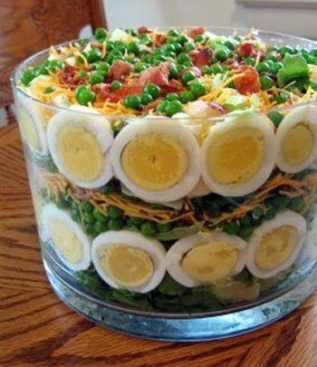 Пасхальный салат с овощами, свининой и сыром