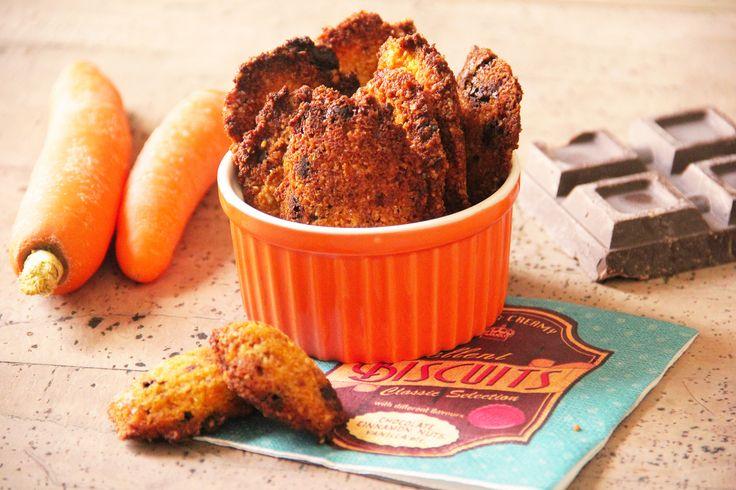 I #biscotti alle #carote, #cocco e #cioccolato sono dei golosi e #dolci biscotti vegetariani realizzati senza ingredienti di origine animale, con un impasto a base di carote, cocco, #mandorle e gocce di cioccolato. Questi biscotti quindi sono #senzauova, #senzalatte e #senzafarina, ma ugualmente buoni, morbidi e molto profumati. Adatti anche agli intolleranti e celiaci, ma anche per chi segue una #dieta oltre che ai #vegetariani e #vegani. #biscuits #sweetday #mattina #breackfast…