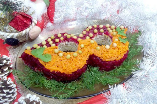 Салат «Новогодняя маска» https://citywomancafe.com/cooking/19/12/2017/salat-novogodnyaya-maska