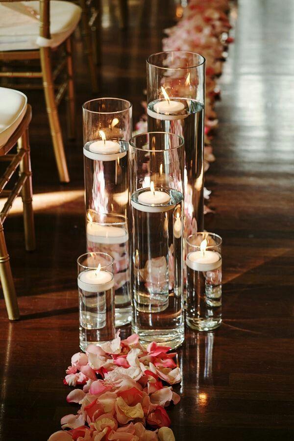 Плавающие свечи всегда создадут уют на вашей свадьбе