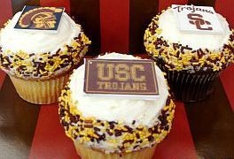Crumbs USC Trojans cupcakes by Rachel from Cupcakes Take the Cake: Trojan Cakes, Rose Bowls, Usc Cupcakes, Bowls Cupcakes, Usc Cakes, Usc Trojan, Contest Usc, Usc Rose, Cupcakes Rosa-Choqu