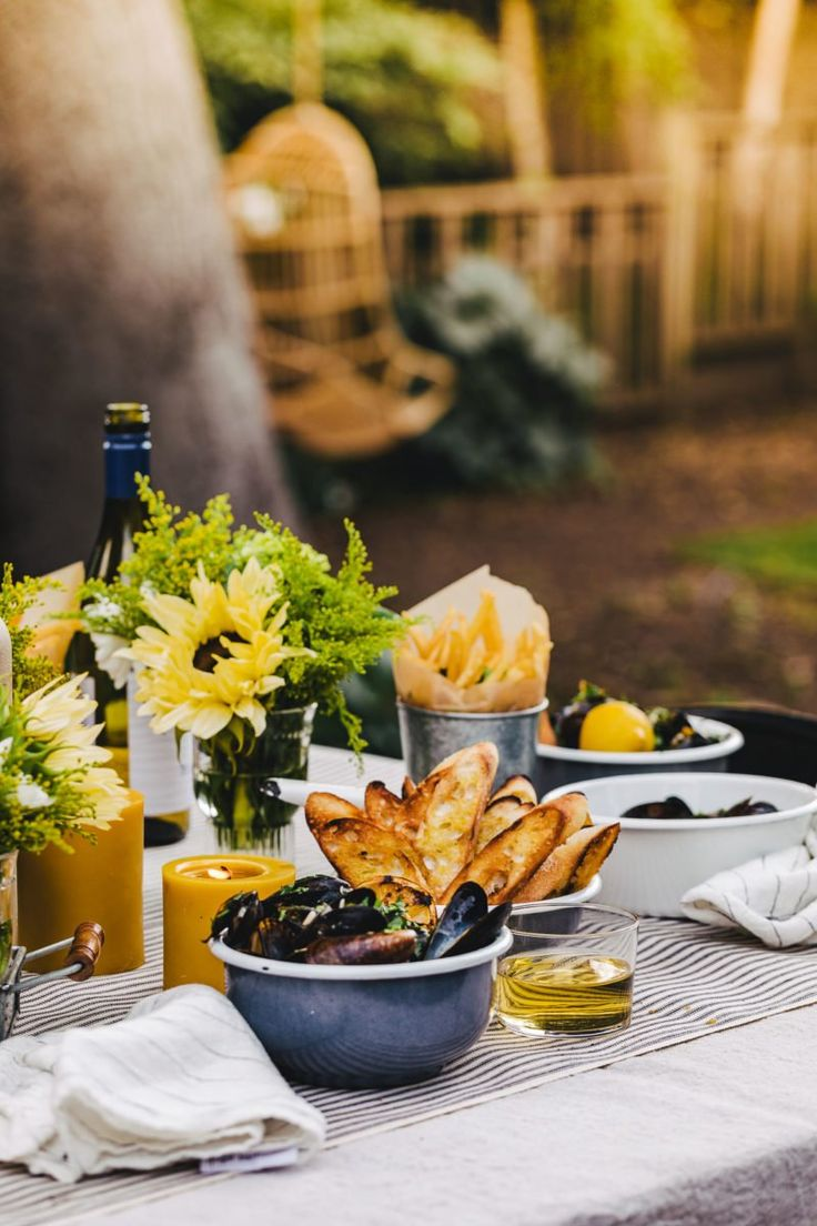 I've been living in the Bay Area for nearly 10 years now and I'm still not accustomed to the gloom that dampens the start of summer in June. As soon as it finally heats up in July, all I want to do is spend my time outdoors. Shellfish Recipes, Seafood Recipes, Al Fresco Recipe, Grilled Mussels, Crockpot Recipes, Healthy Recipes, Herb Butter, Al Fresco Dining, One Pot Meals