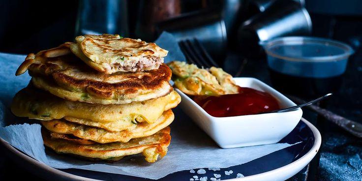 Oppskrift på pannekaker med squash, ost og skinke. Uten melk og kan lett gjøres glutenfrie