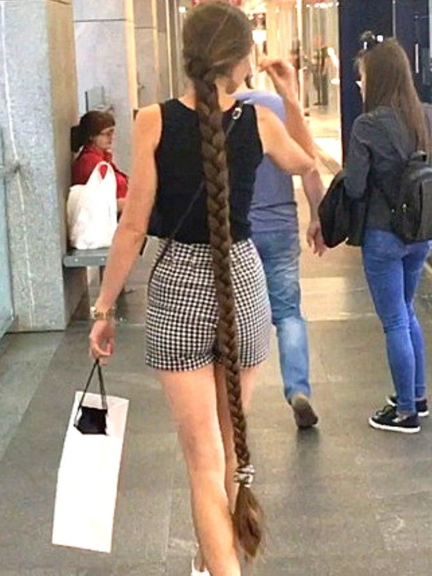 VIDEO - Rapunzel is out shopping - RealRapunzels