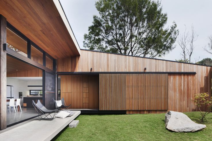 The Hover House / Bower Architecture
