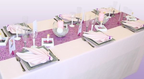 Voici une table de communion sp cialement imagin e pour - Idee decoration de table pour communion fille ...