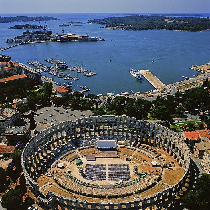 Roman arena Pula, Istria (Croatia) Photographer: Damir Fabijanić