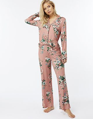Z2018  Cut to a wide leg in soft jersey, our Nala pyjama trousers will bring style to your sleepwear. This oriental floral print breathes prettiness and elegance, a...
