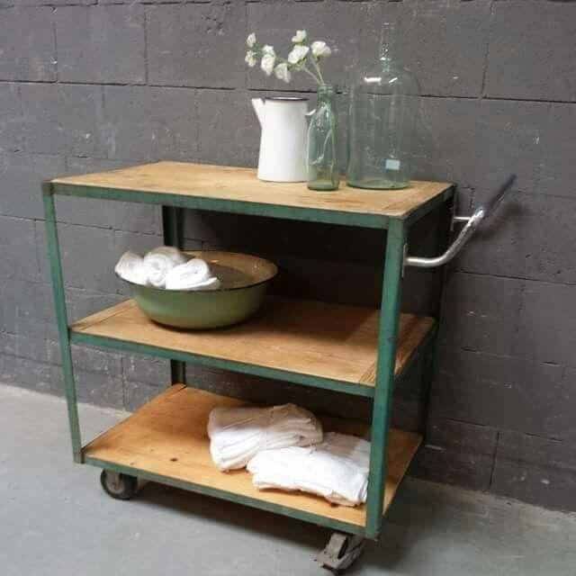 Keukeneiland Vintage : Stoere ijzeren trolley bijzettafel met oud hout van WWW