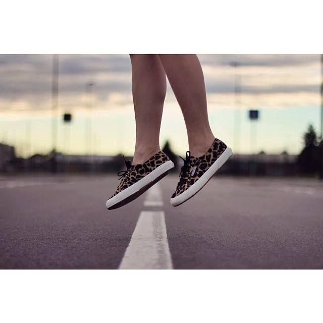 Non aspettate il venerdì, spiccate subito il volo con Le Superga 2750   #superga #donna #libertà #sneakers