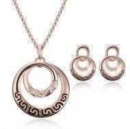 Bijuterii aurite cu cercuri http://www.bijuteriifrumoase.ro/cumpara/bijuterii-aurite-cu-cercuri-1565