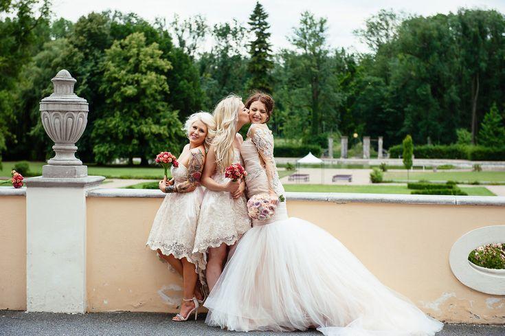 Chateau Liblice.Свадьба в Чехии. Свадебный фотограф в Чехии: подружки невесты, эмоции, поцелуи