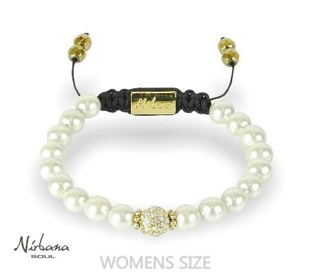Weißes Perlenarmband aus magnetischem Hämatit mit einer goldenen Perle (weiße Himalaja Kristalle) in der Mitte. Man sagt dem Hämatit schmerzlindernden Wirkung nach. Das wünscht sich jede Braut.