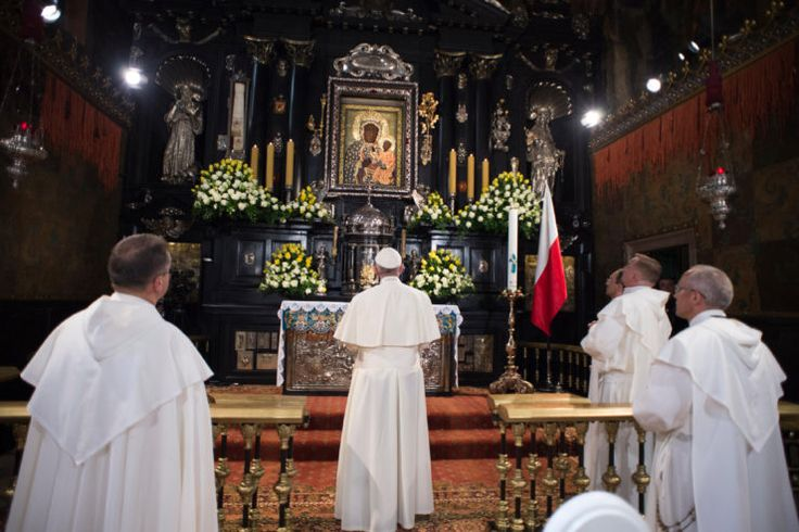 Our Lady of Czestochowa: Put Order in Your Personal Life ~ ZENIT News (Image: Pope Francis in Jasna Gora, 2016 © L'Osservatore Romano)