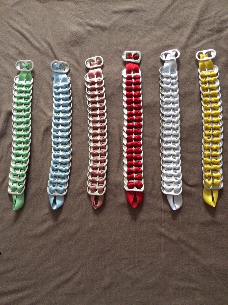 Parure collier, boucles d'oreille et bracelet fait avec capsules canette de soda et ruban satin noir. Je peut faire avec d'autre couleurs...