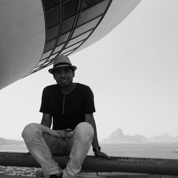 Un paseo en la linda ciudad de #niteroi Tiempo de reflexionar.  #brazil #museum #life #travel #bridge #mar #vida #arquitectura #art #contemporaneous #blackandwhite #morros #landscaping #paisaje #sol #primavera #sur #riodejaneiro #turismo #ship #time #refletir #smile #mirante