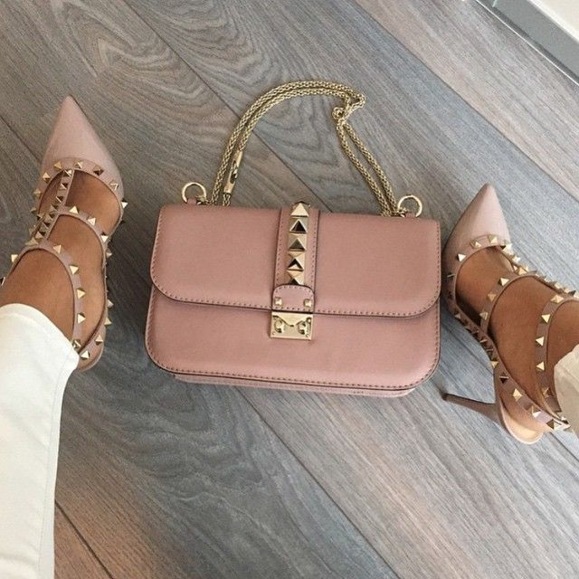 Pink Bag with Gold Hardware | #Handbag for Fashionistas | Love the studs on this bag.